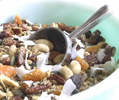 granola with apricots, pecans and cashews