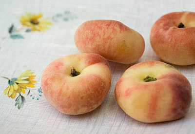 flat peaches also called donut peaches