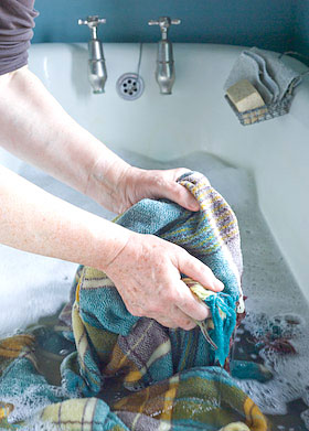 how to wash a blanket in the bath